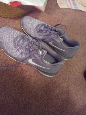 NIKE ladies size 9 tennis shoe gray for Sale in Lynchburg, VA