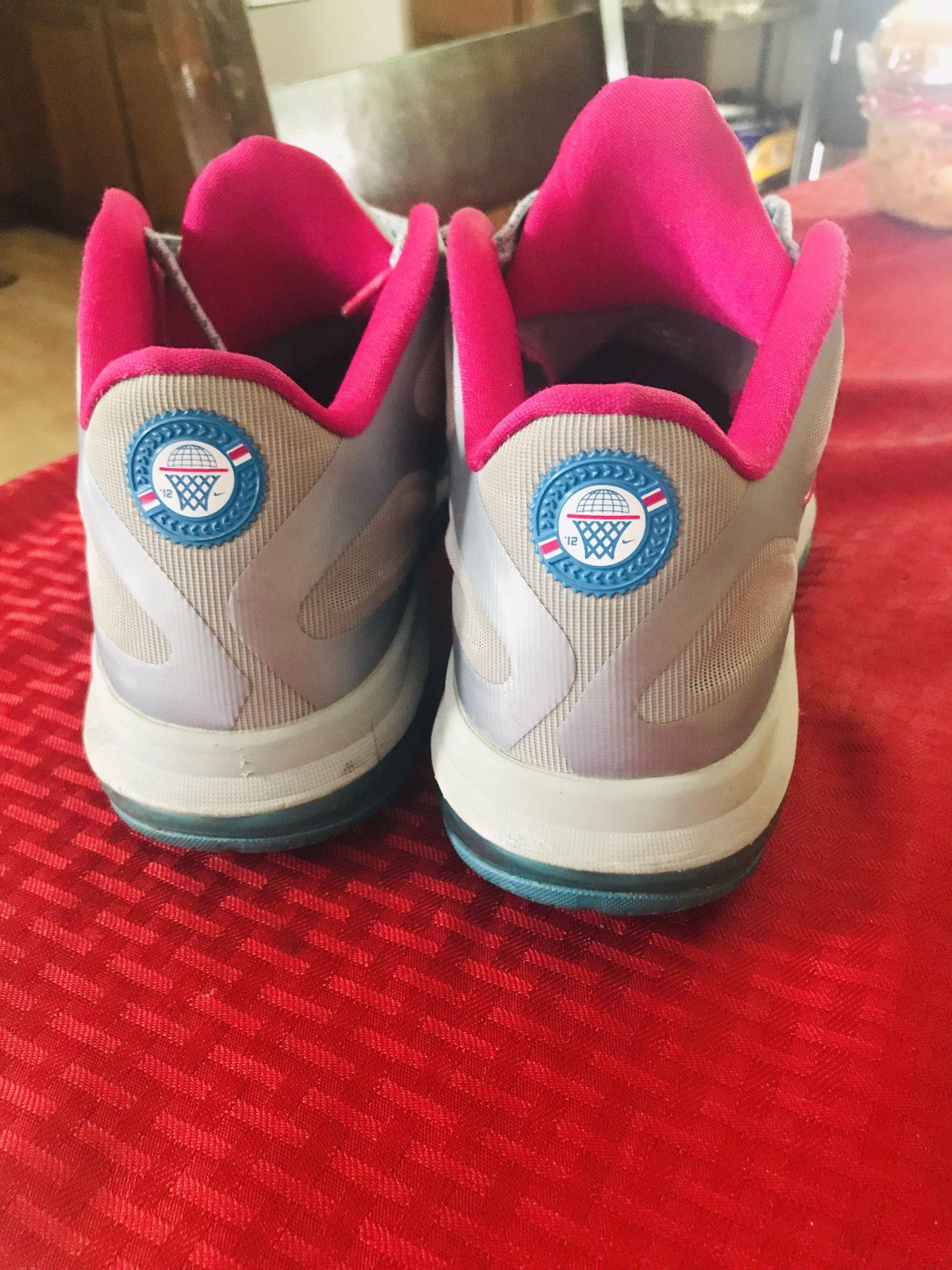 Nike Lebrons size 10 men's