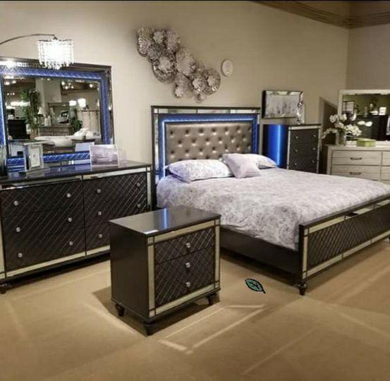 🧚♀️..$39 Down Payment🧚♀️🧚♀️Refino Gray LED Panel Bedroom Set  byCrown Mark