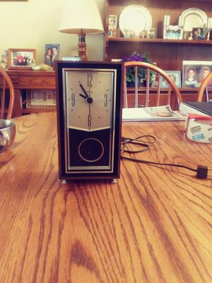 Cool Vintage Sunbeam Clock - Works - $5.00 for Sale in St. Louis, MO