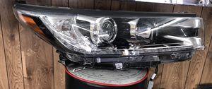 2017 - 2018 Toyota Highlander RH Headlight LED SE for Sale in Grand Prairie, TX