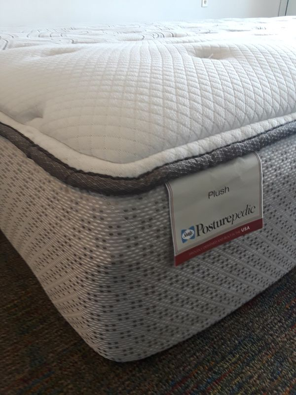King Size Mattress Sealy Posturepedic New Condition Nice And Clean
