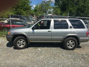 2000 Nissan Pathfinder 200k Hwy miles Runs and drives!!! for Sale in Hillcrest Heights, MD