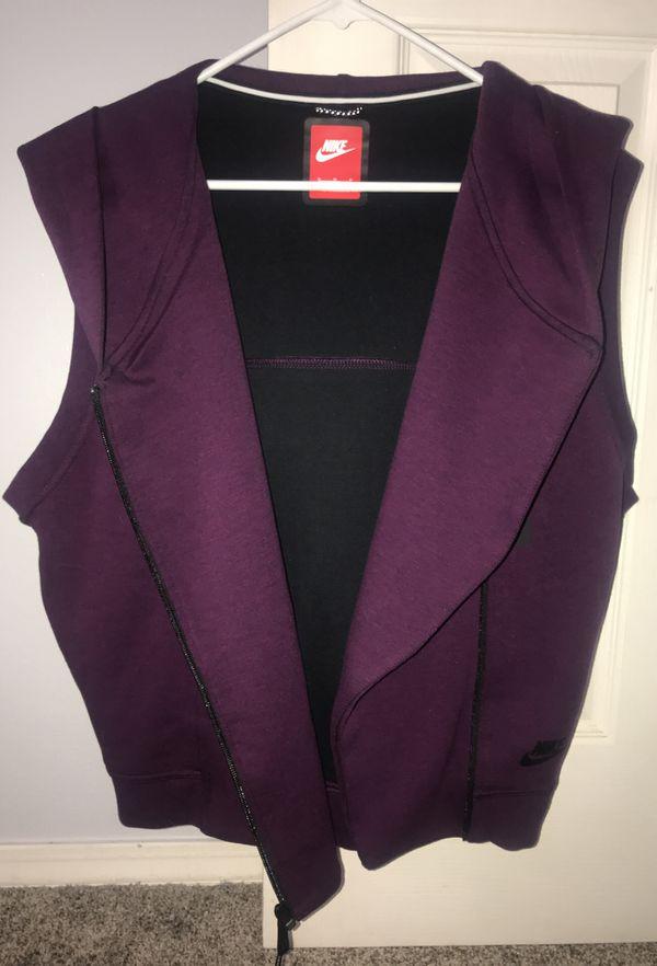 b2408a7e7a95 Women s Nike Sportswear Vest for Sale in Gresham