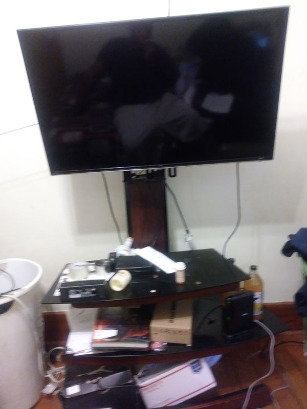 Tcl smart tv with stand for Sale in Fall River, MA - OfferUp