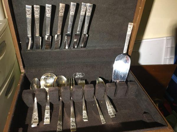 Oneida community flatware set of the coronation pattern silver plate ...