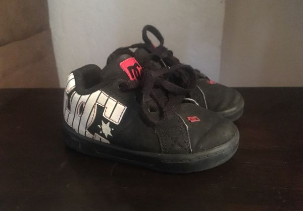 07a80e556795 DC Toddler Boy Shoes size 5 for Sale in Modesto
