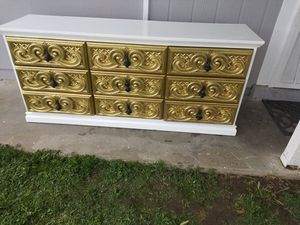 Photo Beautiful antique white and gold dresser fully restored and repainted