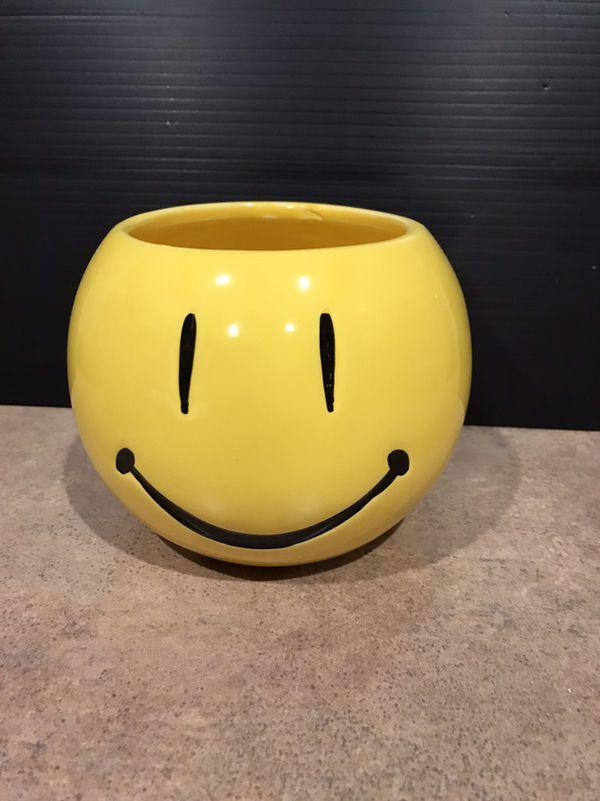 Medium Smiley Face Vase For Sale In Cibolo Tx Offerup