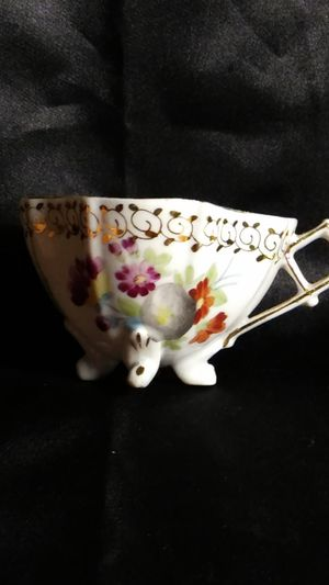 Photo Miniature Porcelain Tea Cup. Four Footed Hand Painted Gold Trim