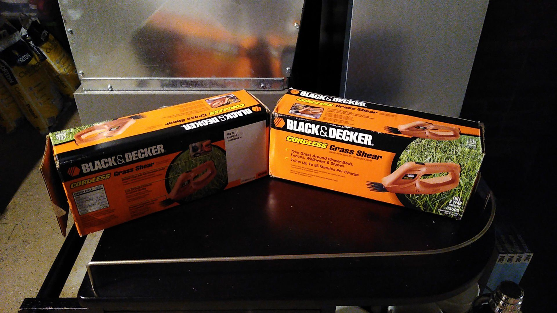 2 Black& Decker cordless Grass shears