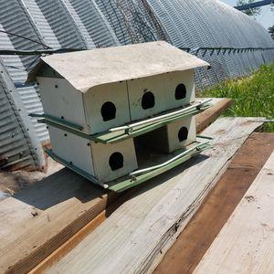 10 unit bird house. Aluminum for Sale in Ceresco, NE