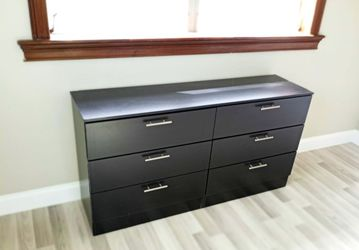 NEW QUEEN BEDFRAME WITH CRYSTALS DRESSER CHEST AND 1 NIGHTSTAND. ALSO SOLD SEPARATELY  Thumbnail