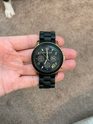 Photo Michael Kors black watch with gold trims