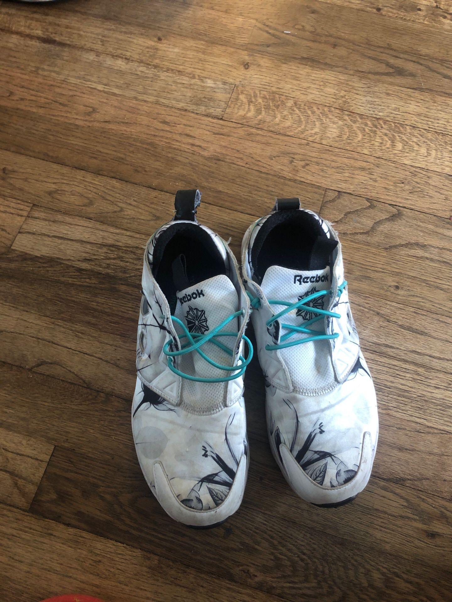 Reebok woman sneakers size 9