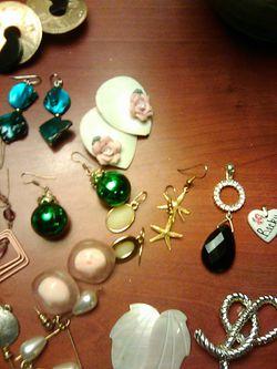 19 pairs earrings 2 pendants 3 pins Thumbnail