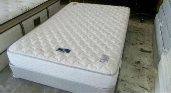 Full Size Serta Mattress With Box Spring Used In Great Conditions