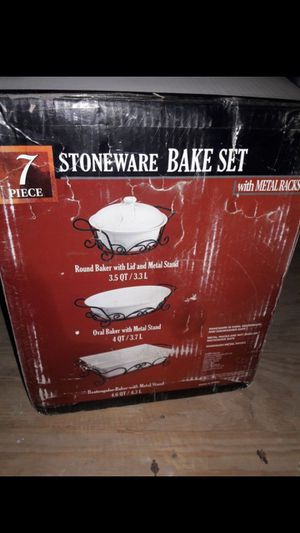New Unused 7 Piece Bake Set For Sale In El Paso TX