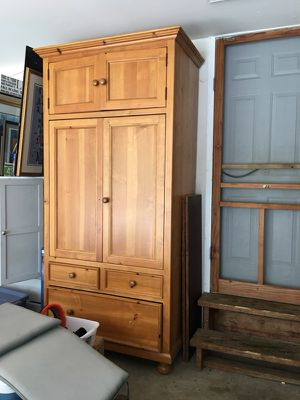 Broyhill very large solid oak armoire & entertainment center for Sale in Clifton, VA