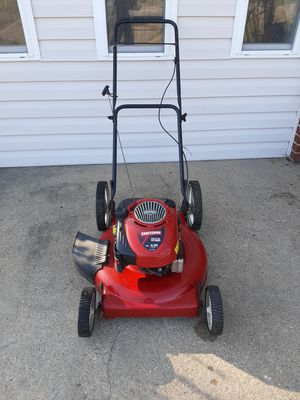 Photo Craftsman 22 inch high wheel lawnmower. perfect running condition. new sparkplug new oil change fuel system has been flushed carburetor has b