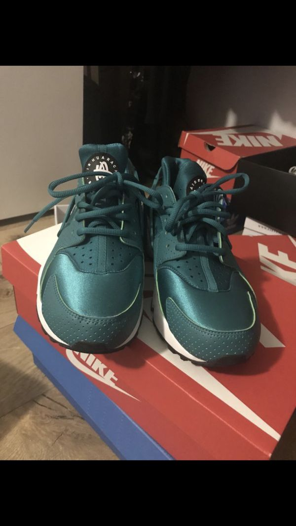 uk availability 2eb59 701c1 Nike Huaraches for Sale in West Palm Beach, FL - OfferUp
