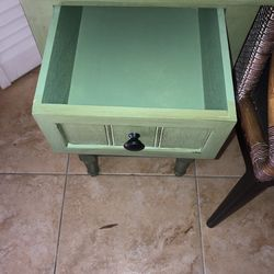 Beautiful End Table Green Thumbnail