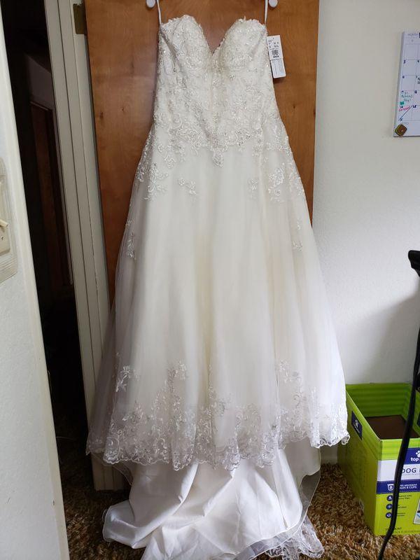 Wedding dresses in Farmersville