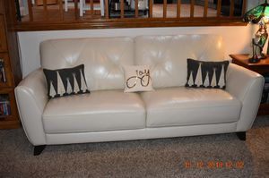 """Leather Sofa couch furniture Myia 82"""" from Macys - Excellent, like-new condition for Sale in Snohomish, WA"""