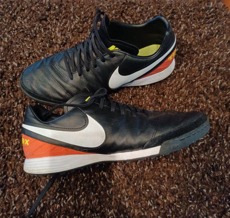 Nike TiempoX Men's Size US 10 Eu 44 Indoor Soccer Shoes
