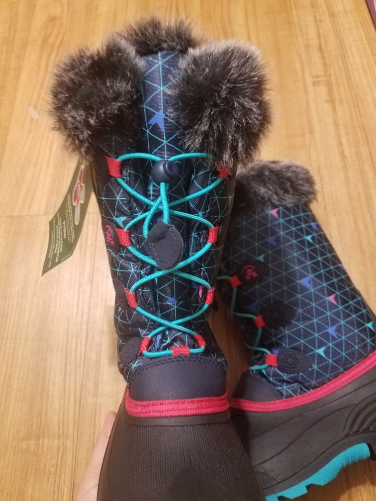 Kamik snow boots for girl size 5