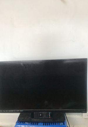 visio 32 inch smart tv for Sale in Detroit, MI
