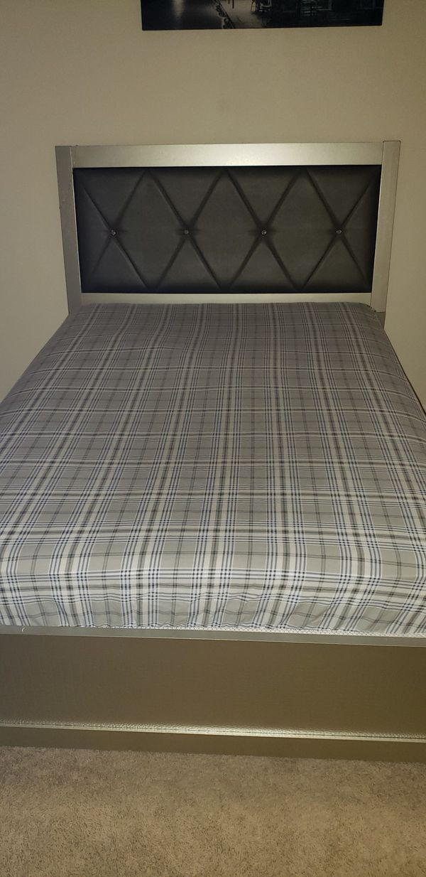 Full Size Bed Frame Furniture In St Louis Mo Offerup