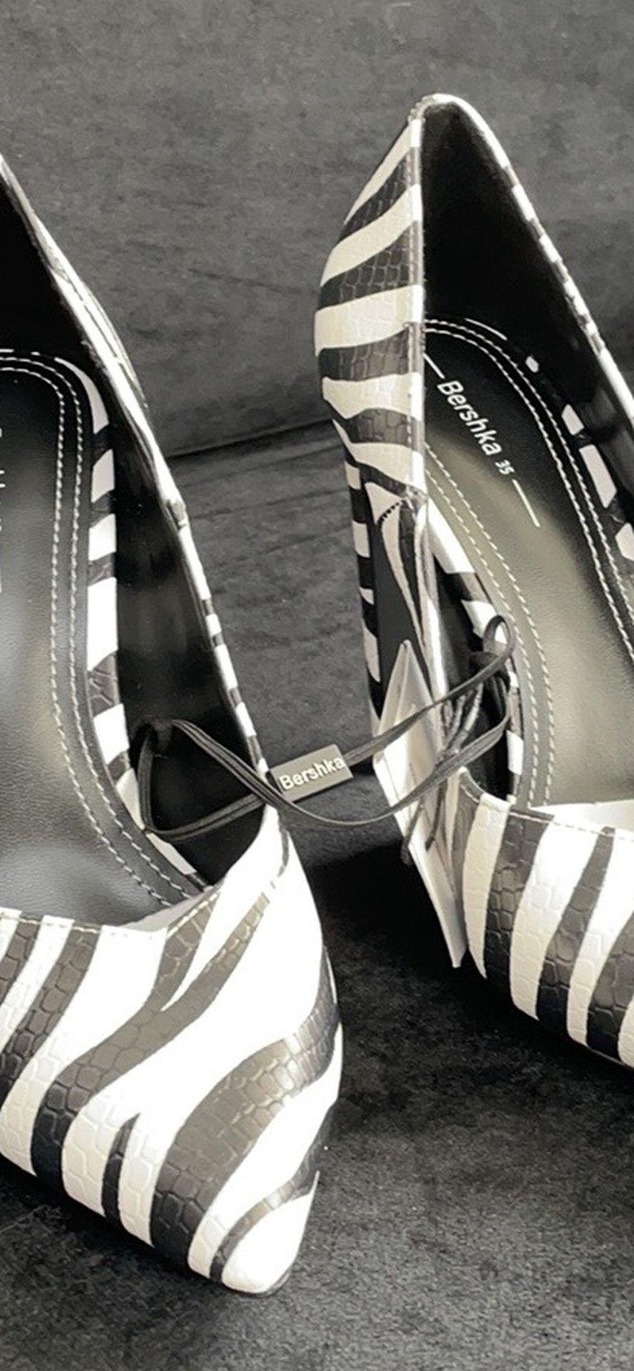 Animal print high-heel shoes