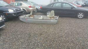 9 ft Jon boat for only 300 bucks. for Sale in Alexandria, VA