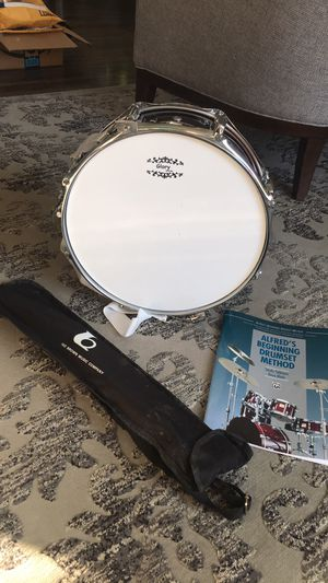 Red snare drum with strap, stand,and 1 instruction book. for Sale in Tukwila, WA
