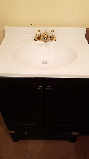 Glacier Bay 24 inch Vanity with top/faucet bottom drawer for Sale in Alexandria, VA