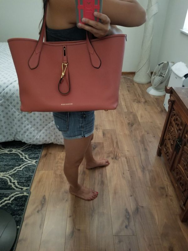 97d7a1c13de6 Burberry Derby leather medium honeybrook tote comes with pouch for ...