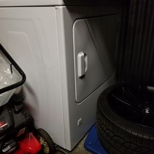 Gas dryer used only 3 months in perfect condition brand new 450$ for Sale in Willowbrook, IL