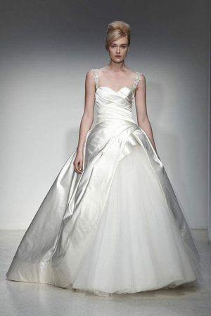 Kenneth Poole Antonella Wedding Gown Label sz 12 street size 6-8 for Sale in Houston, TX