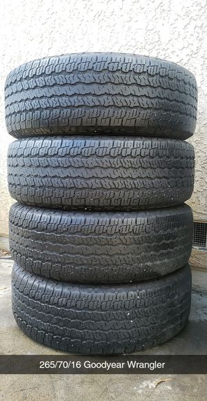 Photo 265/70/16 Goodyear Wrangler 160$