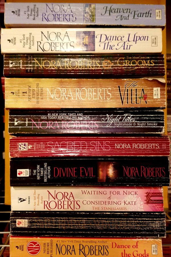 10 NORA ROBERTS SOFTBACK BOOKS for Sale in West Palm Beach, FL - OfferUp