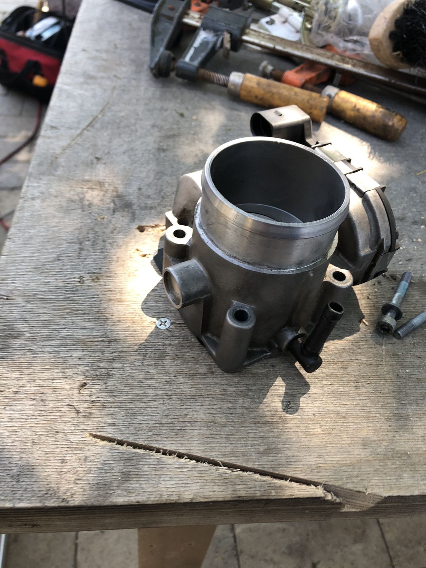 Throttle body Volkswagen Jetta 2004