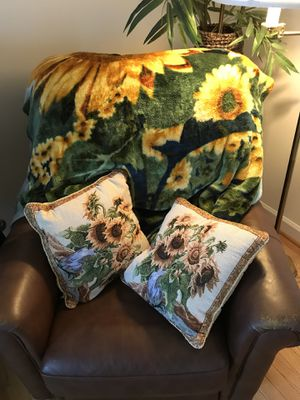 Sunflower blanket and matching throw pillows for Sale in Leesburg, VA