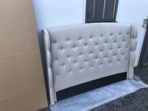 New platform bed frame with tufted headboard FULL size $215 QUEEN $225 has little shipping imperfection for Sale in Columbus, OH