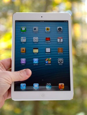 iPad Mini - Factory Unlocked - Comes w/ Accessories & 1 Month Warranty for Sale in Lorton, VA