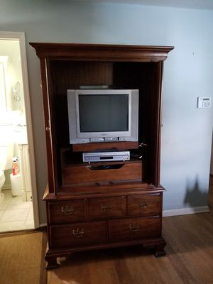Thomasville King Size 4 Poster Bed Dresser With Mirror 2 End Tables And Small