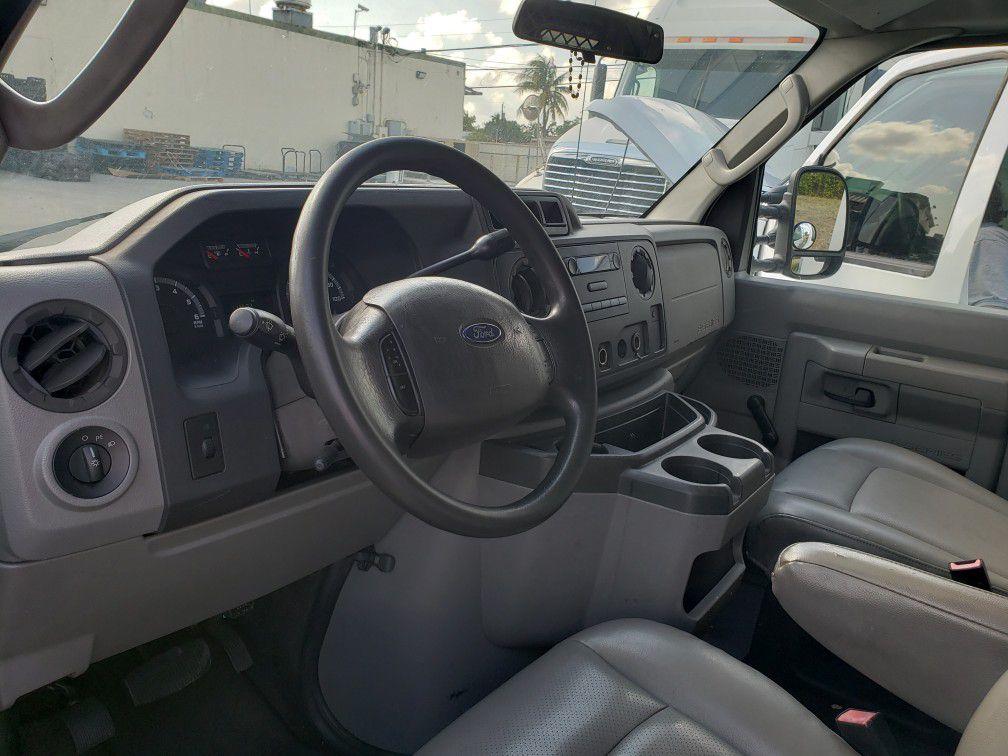 2009 Ford E250 Gargo Van