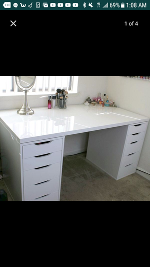 I M Looking For A Makeup Vanity Desk Like This In Las Vegas