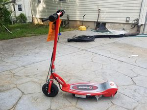 Almost like new razor scooter with charger for Sale in Silver Spring, MD