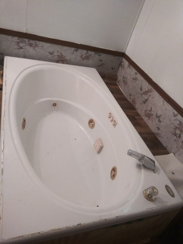 Jacuzzi bathtub for Sale in Hamburg, NY - OfferUp